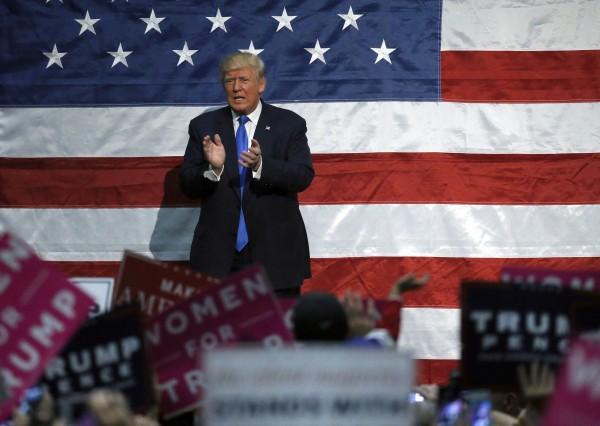 共和黨總統候選人川普在搖擺州愛荷華州獲得46%支持度,比民主黨總統候選人希拉蕊的39%多出7%。(美聯社)