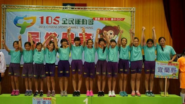 竹林國小女子跳繩隊,3分鐘跳出507下摘金。(圖由竹林國小提供)
