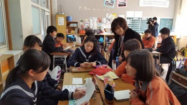 會稽國中及草漯國中共27名學生月初到日本教育交流,體驗日本中學的課程外,還到農家Homestay。(會稽國中提供)