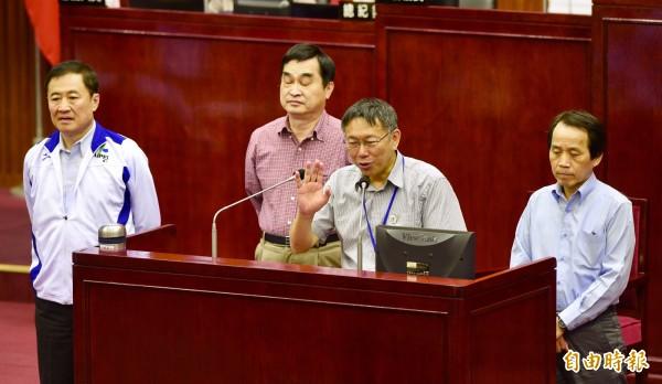 針對韓國瑜是否出任台北市政府市政顧問一事,柯文哲表示,鬧這麼大還能當嗎?(記者羅沛德攝)