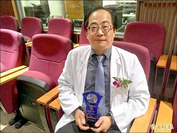 資深典範獎得獎醫師蔡永隆自創「產婦待產SOP」流程,降低醫糾風險。(記者林彥彤攝)