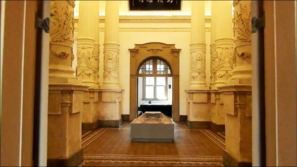 舊地院大廳內部裝潢相當細緻。(記者王捷翻攝)