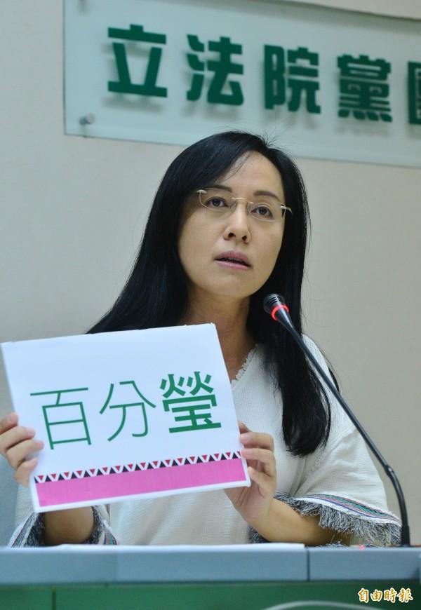 針對一例一休爭議,民進黨立委陳瑩受訪時一度哽咽,承受巨大壓力,但都是為了勞工好。(資料照,記者王藝菘攝)