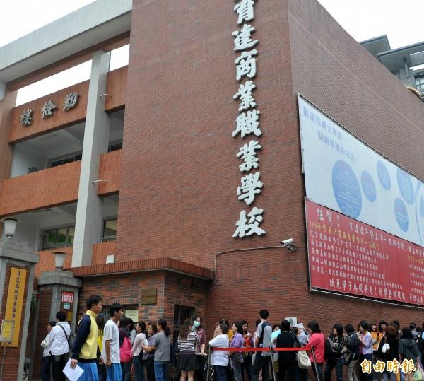 就讀台北市私立育達商職一年級的16歲朱姓男學生,今天傍晚從校內的大樓10樓墜樓,當場傷重緊急送醫急救。(資料照,記者簡榮豐攝)