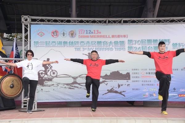 台北市長柯文哲今天起大早至關渡參加活動。(台北市政府提供)