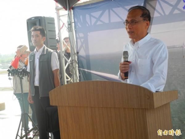 林全表示台灣有非常好的條件發展再生能源。(記者許展溢攝)
