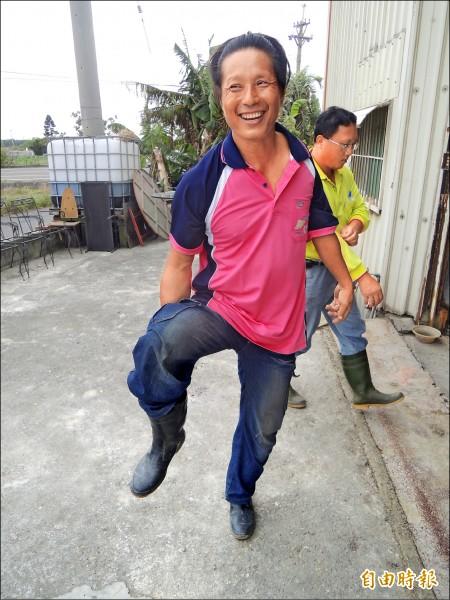 身障農民王貴仙以自己親身經歷,教導身障者務農,鼓勵他們自食其力;也勉勵身障者不要看輕自己。(記者陳燦坤攝)