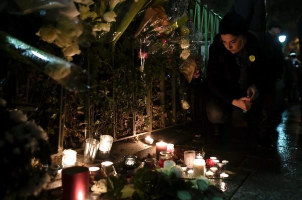 巴黎連環恐攻事件屆滿一年,巴黎人在事發後努力要維持過往生活,不向恐怖主義低頭,但仍有巴黎人坦言「還是無法釋懷」。(法新社)