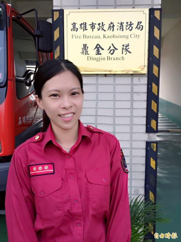 鼎金消防隊員吳蕙如第一次幫產婦接生,讓她印象深刻。(記者方志賢攝)