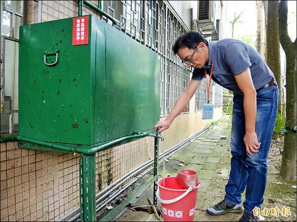 圖為學校將冷氣凝結水回收澆灌用。(記者翁聿煌攝)