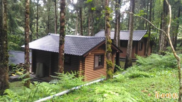 明池森林遊樂區的小木屋。(記者江志雄攝)