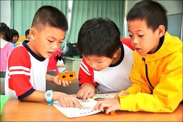 新興國小成立「新興創客館」,教學生動手學科學。(新興國小提供)