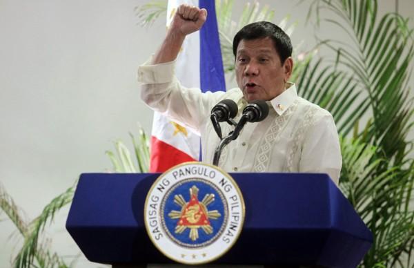 杜特蒂早前屢次在公開場合揚言任內不會再舉辦美菲聯合軍事演習,引發國際關注;菲律賓陸軍今(15)日卻宣布,明(16)日起將在菲律賓巴拉望展開為期1個月的美菲聯合軍演。(路透)
