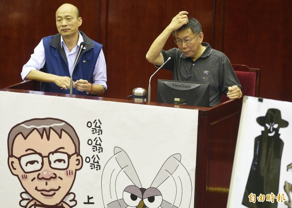 面對王世堅的指責,韓國瑜則態度輕佻地回應:「我只賣菜賣水果,OK?」(記者陳志曲攝)