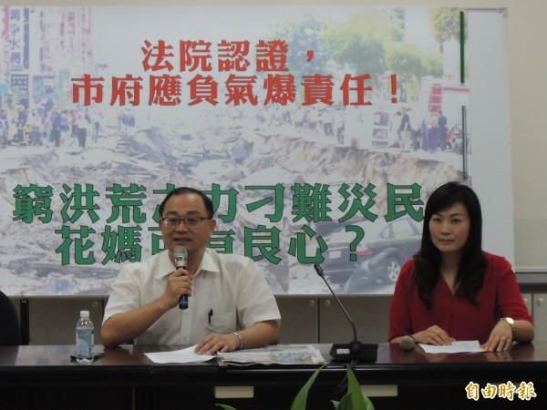 國民黨高市黨部主委黃柏霖、高市議員陳麗娜要求市府負起氣爆責任(記者王榮祥攝)