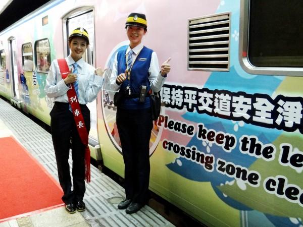台鐵推出平交道安全宣導卡通彩繪列車,邀主播莊雨潔擔任1日列車長(圖:台鐵局提供)