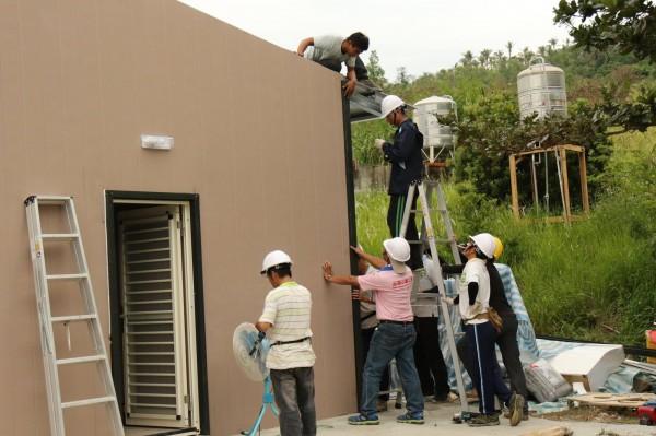 紀錄片導演周世倫,表示重建工作至今,志工團已經支出了近400萬,快撐不下去了,希望外界能夠伸出援手。(周世倫提供)