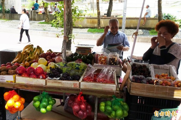 中國水果截至今年8月底,已有346.6噸進口到台灣,數量是去年的3倍多、前年的10倍多;有業者透露,曾聽聞中國奇異果被大盤商打散混裝販售,對此,北農則全盤否認。(資料照,記者吳欣恬攝)
