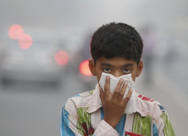 印度近年空汙極為嚴重,許多年輕人因而喪命。(擷取自《印度斯坦時報》)