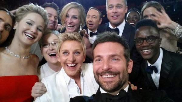擔任第86屆奧斯卡典禮主持人的艾倫,於會中用手機與多名重量級藝人自拍的照片也有入選「時代雜誌」17日公布的「百大最具影響力照片」。(資料照,美聯社)