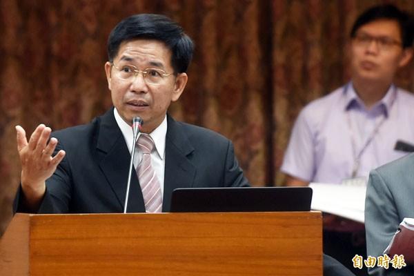 教育部長潘文忠表示,教育部將從明年起到108年,在3年內完成1702棟國中小老舊校舍補強、重建246棟,預估將花費261.6億元。(記者簡榮豐攝)