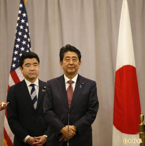 日本首相安倍晉三昨日展開訪美之旅,並在今日與川普會面。(美聯社)