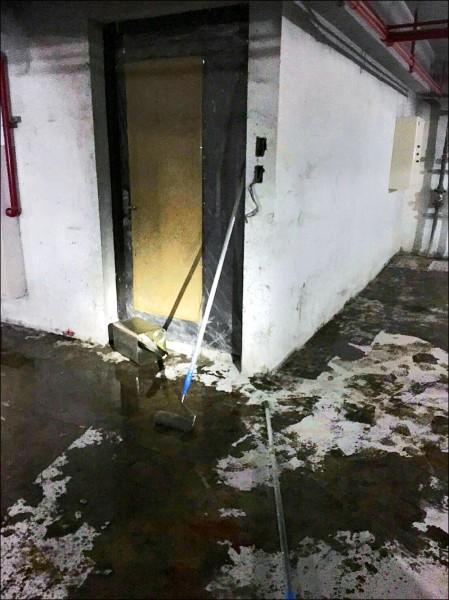 4名工人在地下室施工,疑通風不良、未配戴防護器具,吸入甲苯、二甲苯導致中毒昏迷。(記者鄭淑婷翻攝)