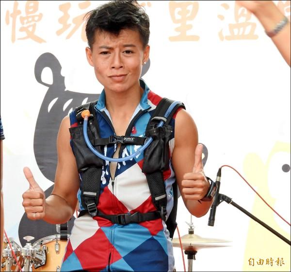 鍾芝琪榮獲女子16公里組冠軍,將后冠留在台灣。(記者佟振國攝)