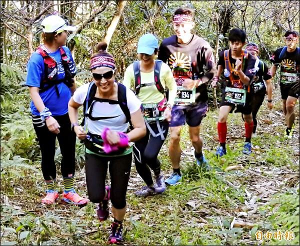 「福爾摩沙古道國際越野賽」全程在埔里及仁愛的山徑林道間穿梭,考驗參賽者的體力、耐力及越野經驗。(記者佟振國攝)