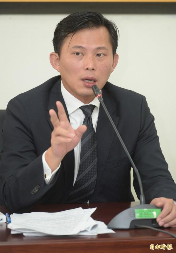 黃國昌表示,台塑過去對台灣的傷害罄竹難書,現在還批社會反商,「良心被吃了嗎?」(資料照,記者張嘉明攝)