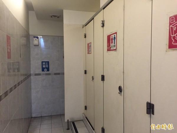網友日前在網上發文表示,正當他在廁所解放時,無意聽到隔壁間傳來男女呻吟聲,讓他想當驚訝。情境照,與本新聞無關。(記者陳薏云翻攝)