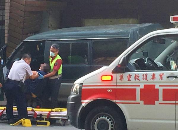 潘姓男子被前同事開槍射殺後,被救出送醫急救。(記者陳鳳麗翻攝)