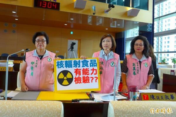 台中市議員質疑市府現有人力無法為核輻射食品把關,要求成立專責機構。(記者黃鐘山攝)