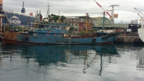 基隆海巡隊將閩晉漁05756號扣回台灣。(記者吳昇儒翻攝)