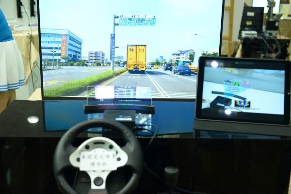 「遠距浮空多屏抬頭顯示器」,提供駕駛安全資訊。(記者洪瑞琴翻攝)