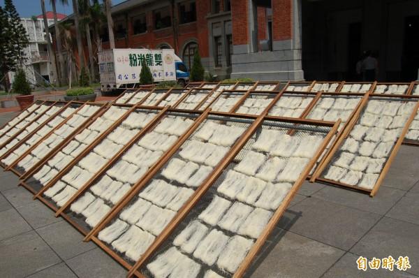 新竹業者要求政府應加快腳步修法及輔導,恢復使用米粉品名,挽救米粉產業。(記者洪美秀攝)