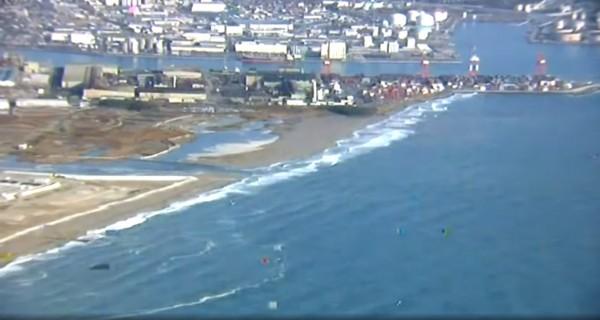 仙台港的海嘯一度達1.4公尺。(取自NHK)