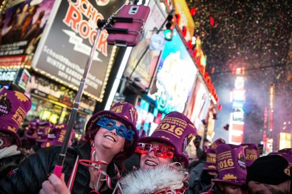 美國時代廣場每年誇年都有上萬人聚集,十分熱鬧繽紛,也是最多人打卡的第6名。(法新社)