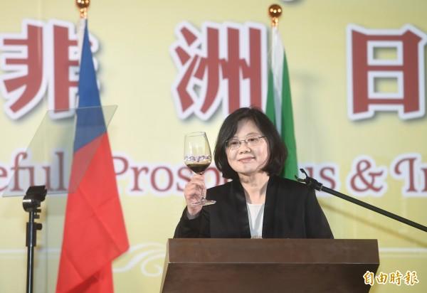 台灣世代智庫進行蔡英文總統執政半年的民調,滿意度為43.8%,是台灣世代智庫進行民調以來,對蔡英文滿意度最低的一次。(資料照,記者方賓照攝)