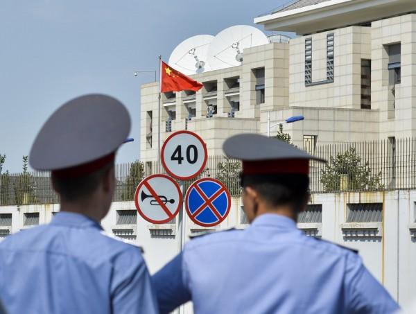 人權觀察組織指出,中國政府全面徵收護照,並稱因擔心國民投靠恐怖組織而進行「集體管理」,然而這項說法慘遭人權組織打臉並痛斥:「違反基本行動自由權」。(美聯社)
