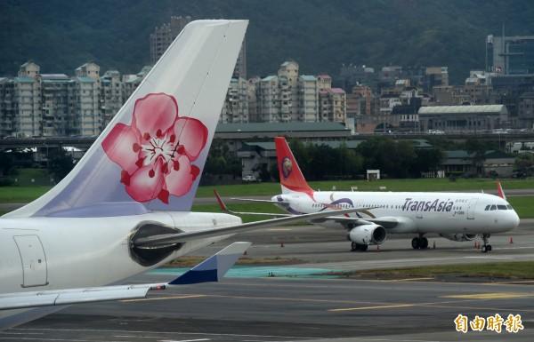 行政院表示,12月1日起除金門到澎湖的航線外,將由華航接手興航所有航線。(資料照,記者簡榮豐攝)