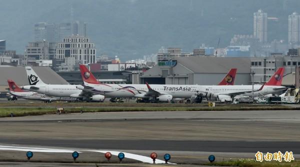 復興航空宣布解散公司,民航局正協調中華航空及長榮航空接手興航機師。(資料照,記者簡榮豐攝)