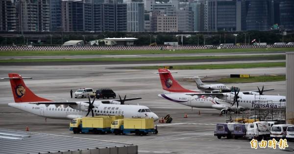 復興航空宣布解散後,中華航空與長榮航空都已經準備好要辦說明會,招募興航機師。(資料照,記者簡榮豐攝)