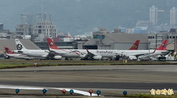 長榮航空明將辦兩場說明會,協助接收興航機師。(資料照,記者簡榮豐攝)