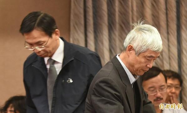 交通部長賀陳旦(右)、民航局長林國顯(左)。(記者劉信德攝)