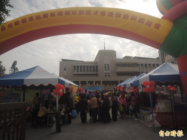 澎湖縣各界慶祝國際身障者日,舉行身障者園遊會。(記者劉禹慶攝)