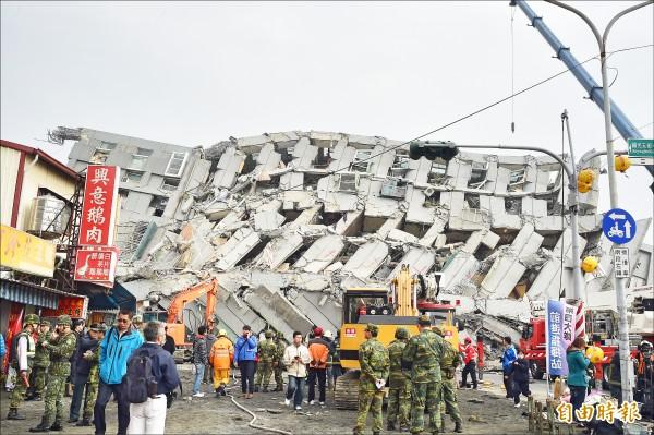 206台南大地震震垮維冠大樓,奪走115條人命。(資料照,記者張忠義攝)