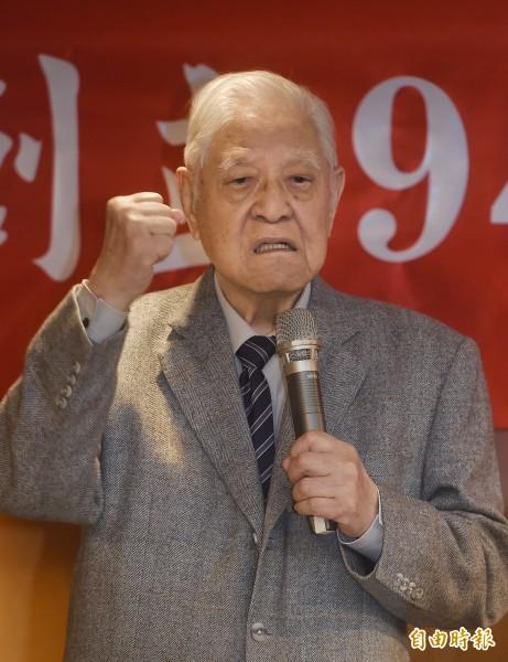 前總統李登輝26日出席「台北高校同學會年會」,並應邀發表演說。(記者方賓照攝)