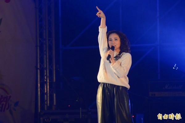南投縣去年跨年晚會的表演歌手梁文音,頗受觀眾喜愛。(記者陳鳳麗攝)