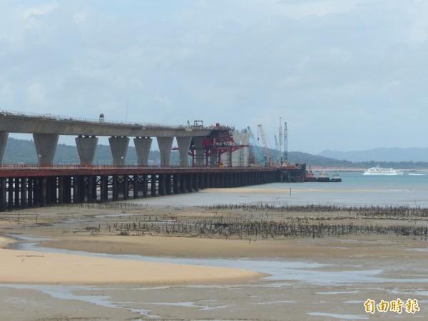 停工五個月的金門大橋重新開標,由東丕營造接手。(記者吳正庭攝)